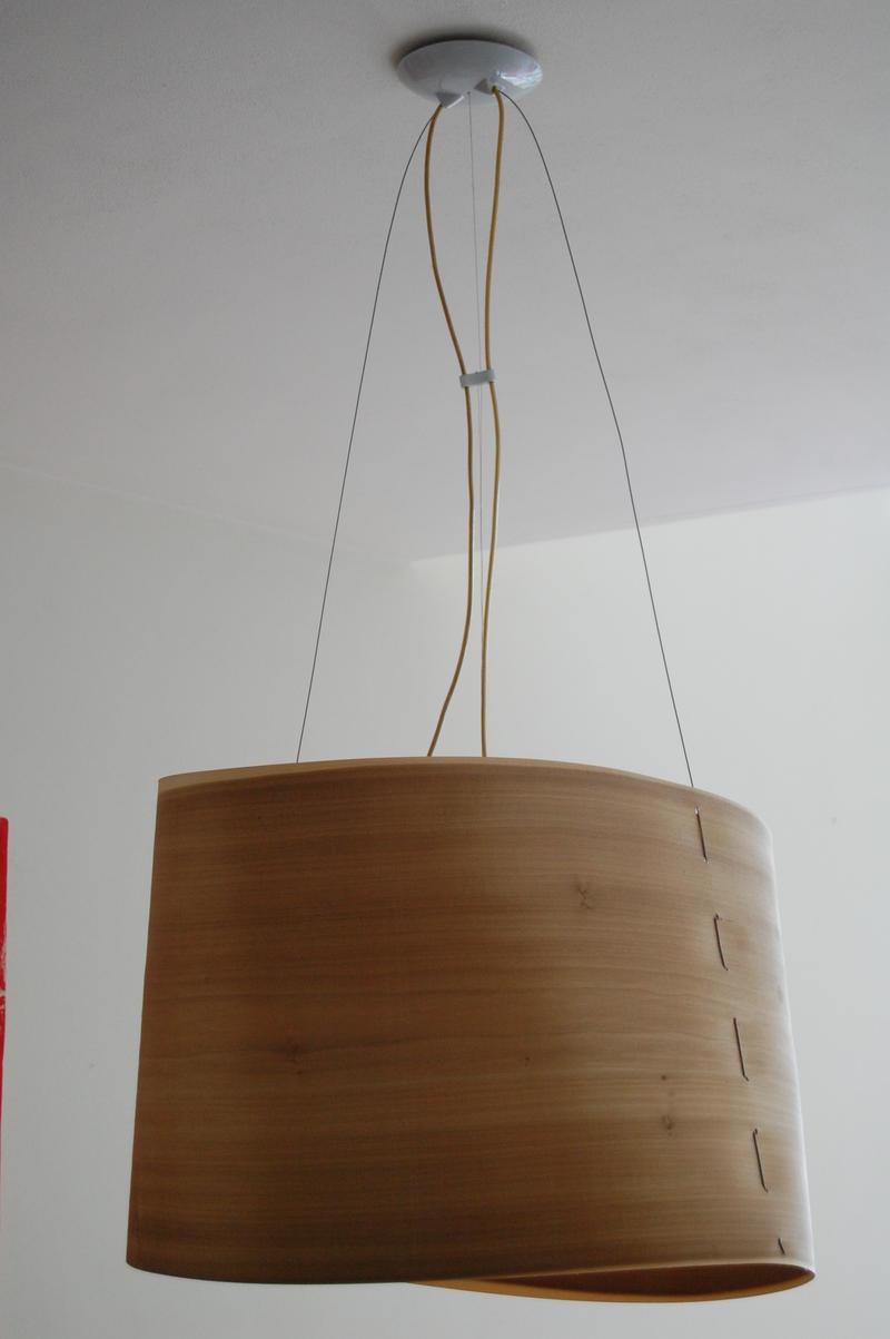 Lampade design legno: eco lampada realizzata su una vecchia tavola ...