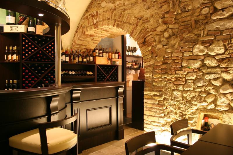 Tap wine bar angelo bucci for Designer d interni famosi